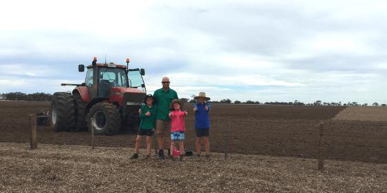 kids on farm - FSW